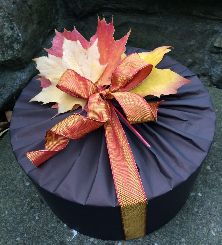 Autumnal round tin
